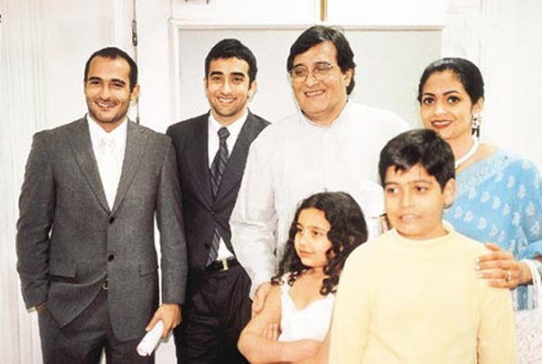 vinod Khanna Family Photos