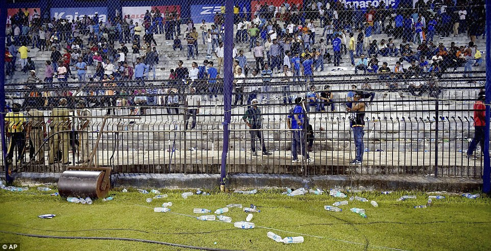 India vs South Africa : Bottles hurl in Cuttack.