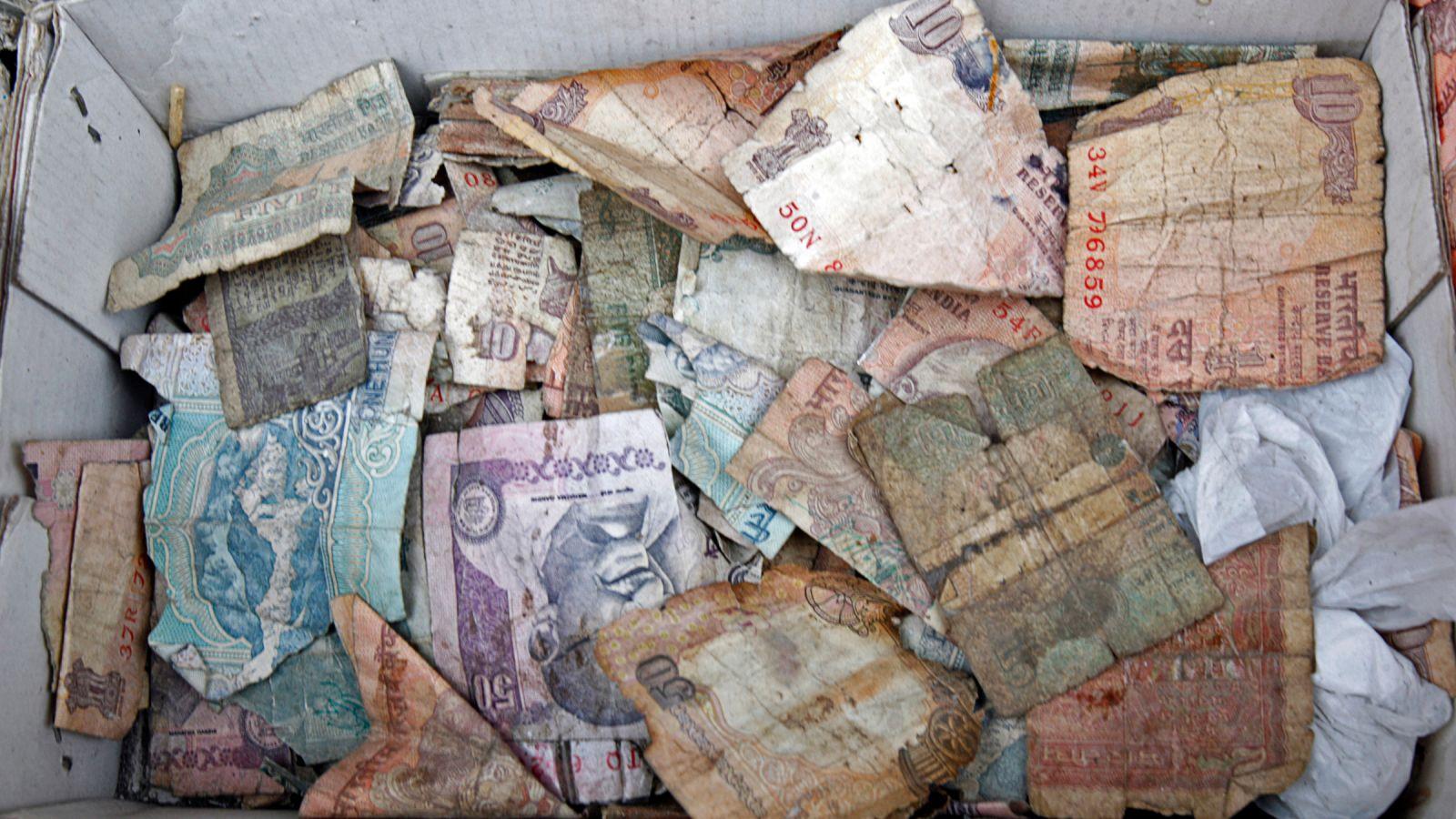 बिना किसी संदेह के अब बदलिए अपने कटे- फटे ख़राब नोट फ्री में वो भी किसी भी बैंक के ब्रांच से