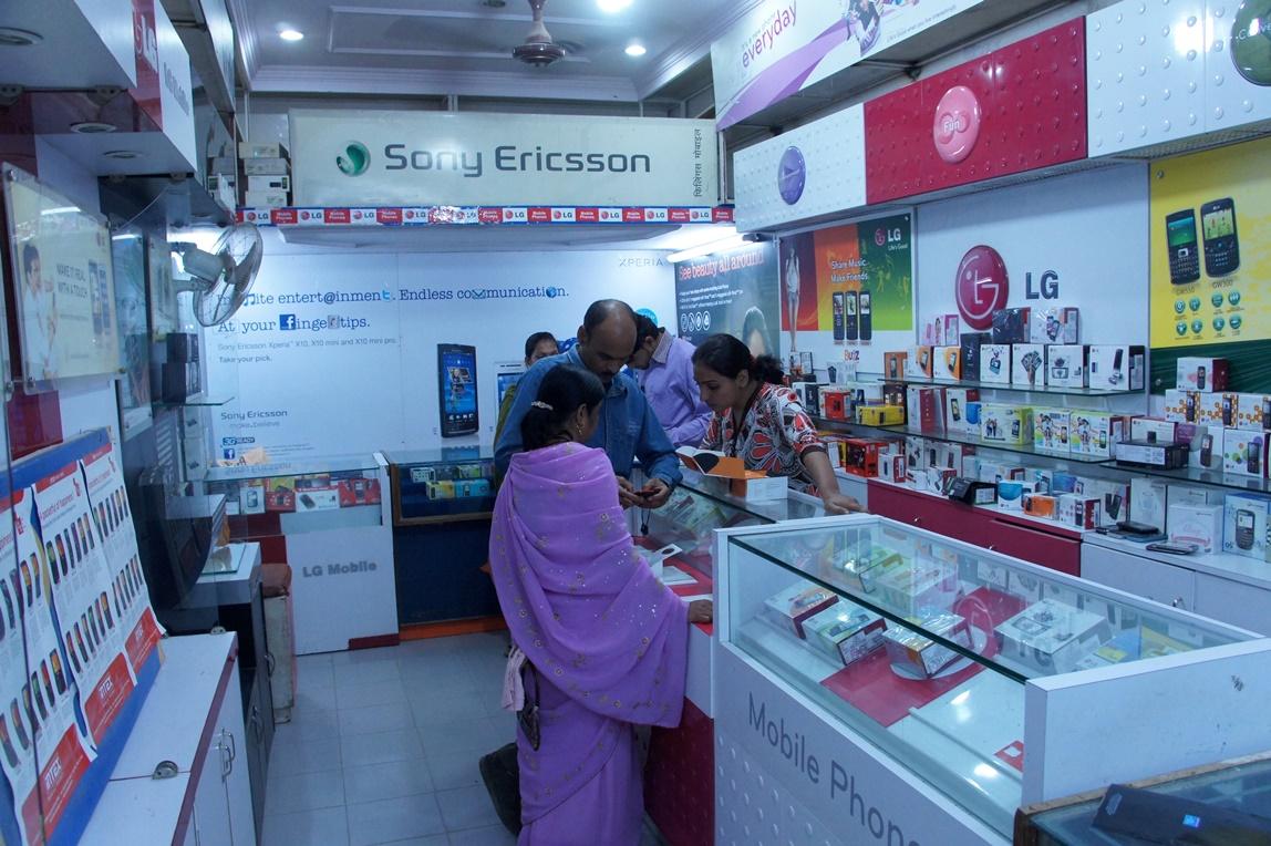 दिल्ली के इन मार्केट्स में मिलते है आधे से भी कम दाम पर इलेक्ट्रॉनिक्स सामान