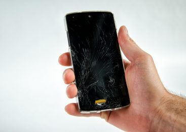 Mobile Will Break And Repair Broken Glass Itself